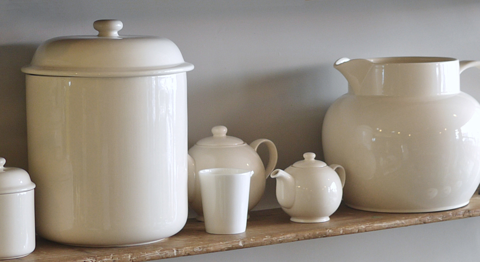 personalise mugs, storage, jugs, tea pots....all at big tomato company