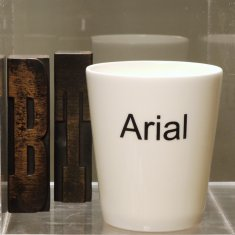 arial pen pot